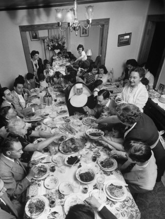 ralph-morse-festive-spread-through-dining-room-at-la-falce-family-reunion